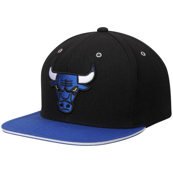 59f8809c369 Chicago Bulls Mitchell   Ness 2-Tone Snapback Adjustable Hat ...