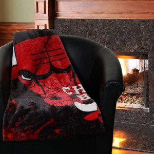 "Chicago Bulls 50"" x 60"" Dropdown Plush Blanket"